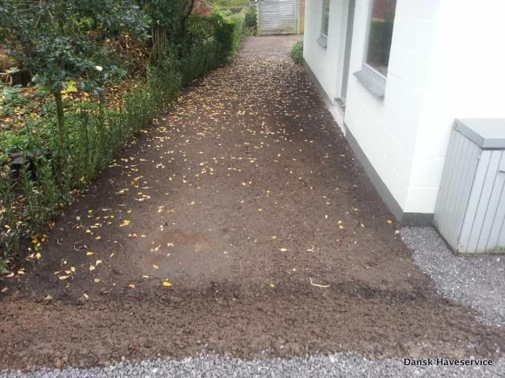 Anlægsgartner i Kolding - Nyanlægning af rækkehus have med fin anlægsteknik Anlaegsgartner-Have-Graesplaene-Kolding-Efteraer-2014-001