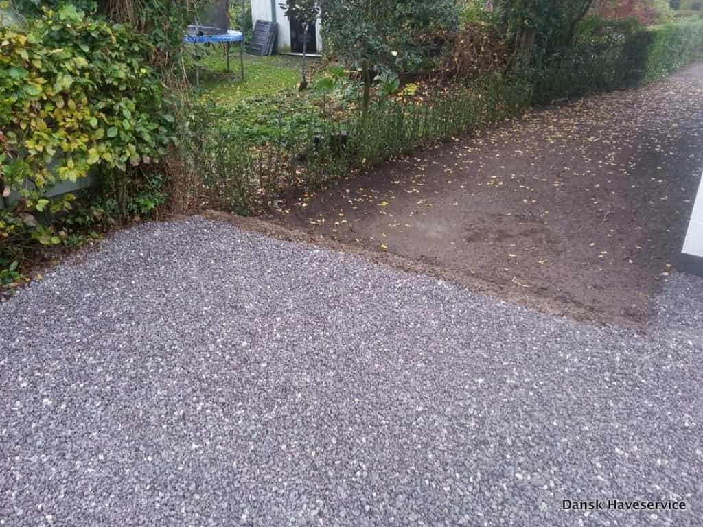 Anlægsgartner i Kolding - Nyanlægning af rækkehus have med fin anlægsteknik Anlaegsgartner-Ny-Haek-Havemuld-Graesplaene-Have-Kolding-Efteraer-2014-001