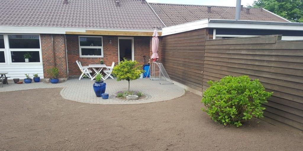 Græsplæne i Fredericia – Anlægning af græsplæne og klipning af hæk Langesøvej i Erritsø i Fredericia