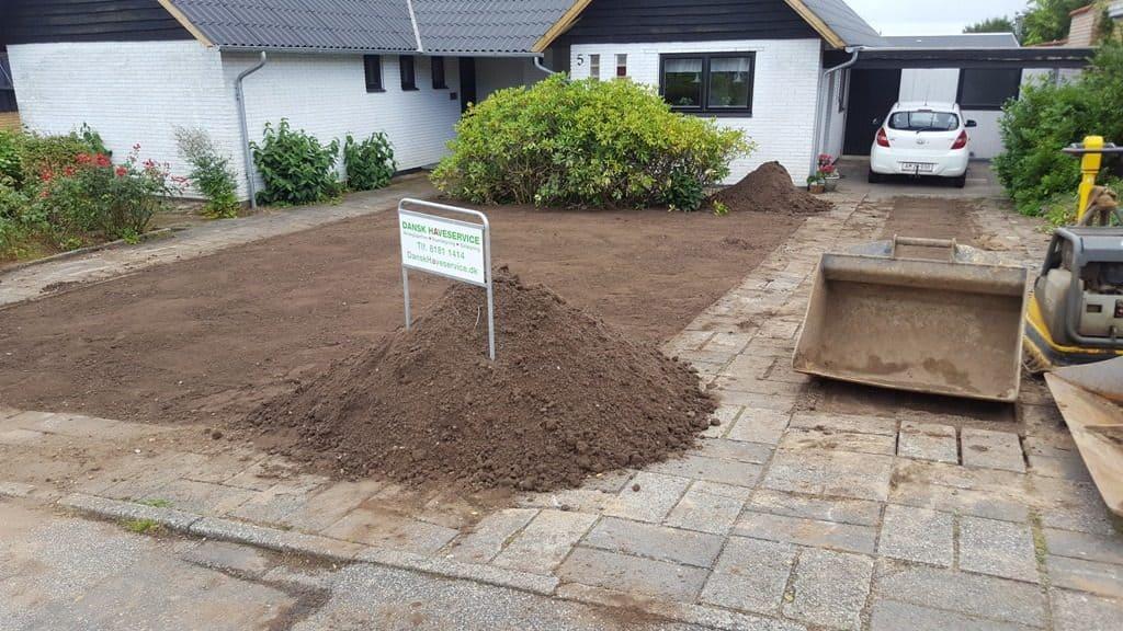 Anlægsgartner-Græsplæne i Vejle nyanlaegning-graesplaene-solbakken-uhrhoej-vejle-20160808_165322