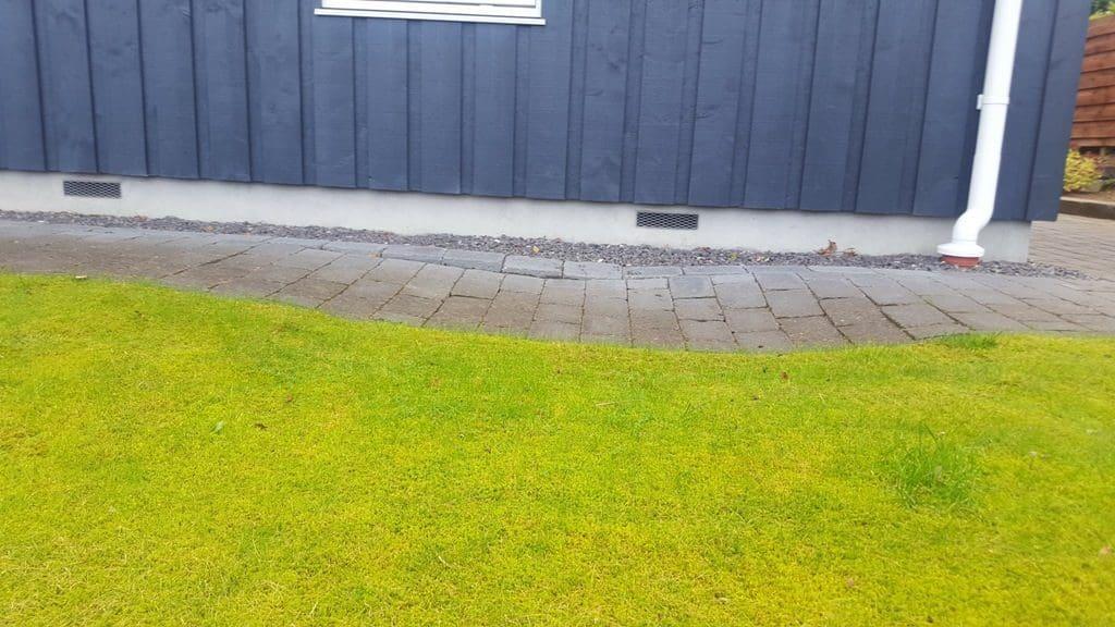 anlægsgartner-anlægsgartner-Efterreparation af sætningsskade i havefliser fra forkert opfyldt Brønd efter anden håndværker i Hvidbjerg ved Børkop