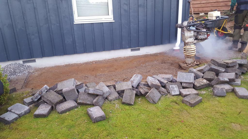 Efterreparation af sætningsskade fra forkert opfyldt Brønd efter anden håndværker i Hvidbjerg ved Børkop