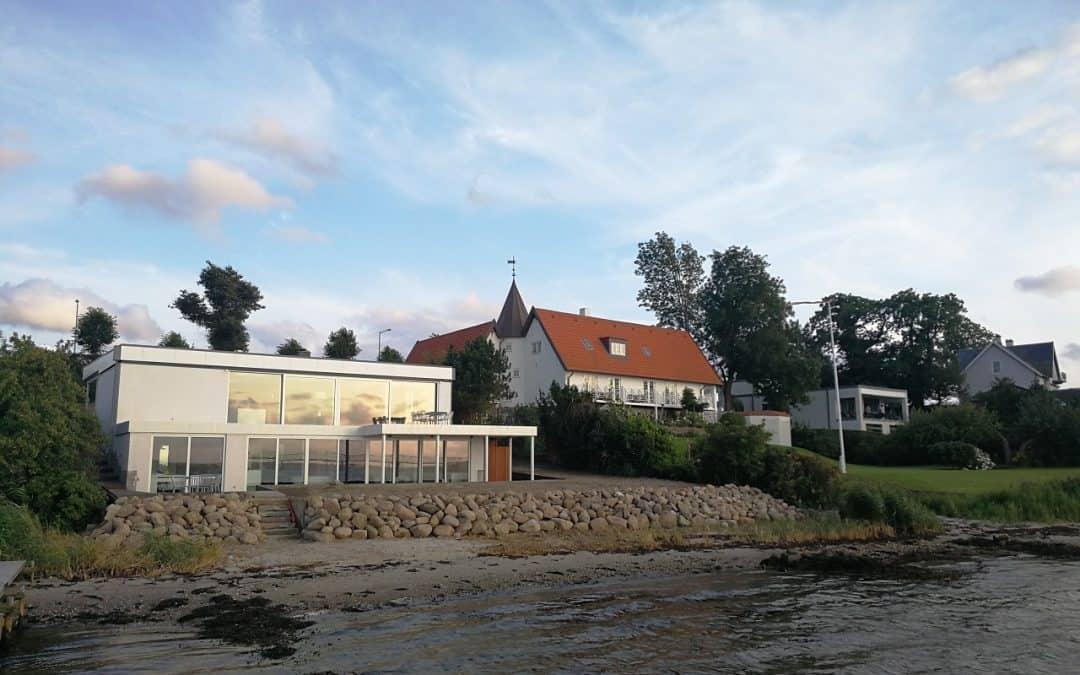 Græsplæne i Middelfart – Flot nyanlægning af græsplæne til eksklusiv udsigtsvilla på Strandvejen i Middelfart