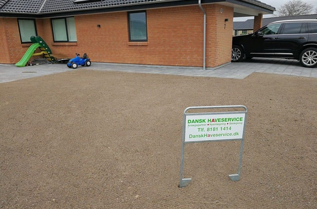 Jordarbejde til græsplæne og hæk ved huscompagniet hus på Idylvænget i Dalby i Kolding